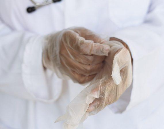 Un articol cu ... mănuși